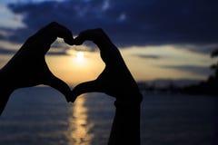 Morgonhjärta på stranden Arkivfoton