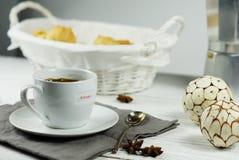 Morgonkaffe med kex Royaltyfri Foto