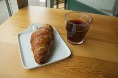 Morgonkopp kaffe och giffel arkivfoton