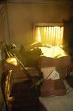 Morgonlampa från fönster Arkivbild