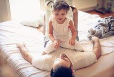 Morgonlek med min pappa ballerina little Royaltyfria Foton