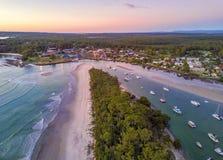 Morgonljus på stranden spottar lågvatten Arkivbilder