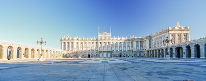 Morgonljus på verkliga Palacio, Madrid Royaltyfri Foto