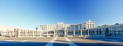 Morgonljus på verkliga Palacio, Madrid Arkivbild
