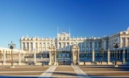 Morgonljus på verkliga Palacio, Madrid Arkivfoton
