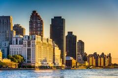 Morgonljus på den Manhattan horisonten som ses från Roosevelt Isla Fotografering för Bildbyråer
