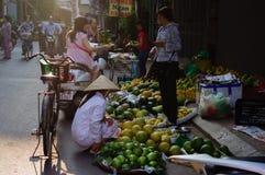 Morgonmarknad på gatan Arkivfoto