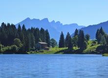 Morgonplats på sjön Obersee Arkivfoton
