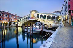 MorgonRialto bro i Venedig Arkivfoton