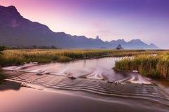 Morgonsikt över berget Arkivfoton