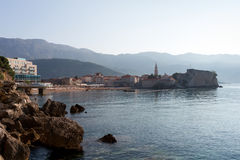 Morgonsikt av den gamla staden av Budva, Montenegro Royaltyfri Bild