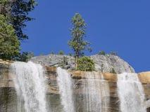Morgonsikt av den härliga Nevada Falls Arkivbilder