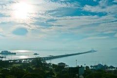 Morgonsikt av den Penang bron, Penang, Malaysia Fotografering för Bildbyråer