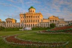 Morgonsikt av det Pashkov huset i Moskva Fotografering för Bildbyråer