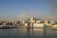 Morgonsikt av hamnen av Naples Arkivfoto