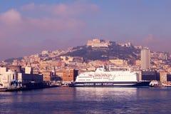 Morgonsikt av hamnen av Naples Arkivfoton
