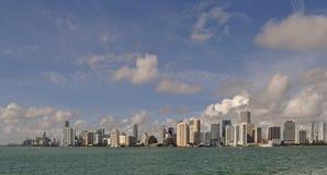 Morgonsikt av Miami Bayfront horisont arkivfoto