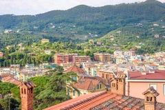 Morgonsikt från ovannämnt till den molniga dagen i Santa Margherita Ligure Royaltyfri Fotografi