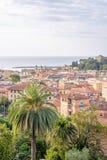 Morgonsikt från ovannämnt till den molniga dagen i den Santa Margherita Ligure staden och havet Arkivfoto