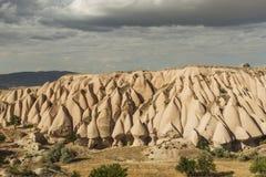 Morgonskymning i felika lampglas av den Goreme dalen Cappadocia Arkivfoto