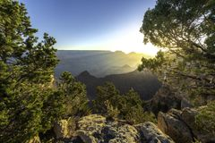Morgonsol med punkt för solstrål- och Gand kanjonsikt, Arizona arkivfoto