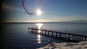Morgonsol på sjön Arkivbilder