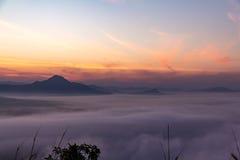 Morgonsolen med moln Royaltyfri Bild