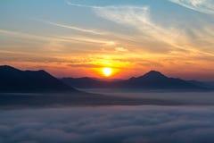 Morgonsolen med moln Fotografering för Bildbyråer