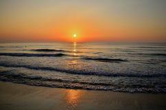 Morgonsolljus ovanför havet Royaltyfria Bilder