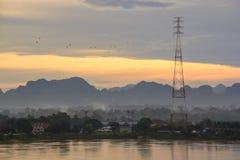 Morgonsoluppgång med Mekong River på Nakhon Phanom, Thailand och Arkivbilder
