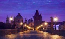 MorgonsoluppgångCharles bro Prague Arkivbild