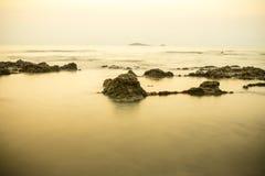 Morgonstillhet på stranden Royaltyfria Foton