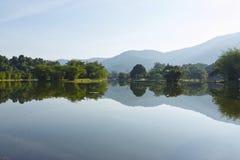 MorgonTaiping trädgård för sjö Arkivfoton