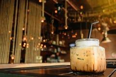 Moring冰冻咖啡咖啡馆商店背景 免版税库存图片
