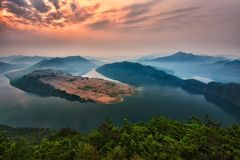 Moring wschód słońca jeziora scena obrazy stock