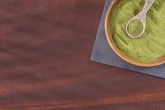 Moringa-Pulver - Heilpflanze Abbildung auf farbenreichem Hintergrund Lizenzfreie Stockfotografie