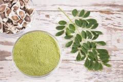 Moringa in zaden, bladeren en poeder royalty-vrije stock fotografie