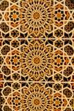 Morisk design på den belade med tegel väggen royaltyfri fotografi
