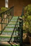 Morisk stiltegelplattatrappa, Spanien arkivbild