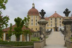 Moritzburg slott i den sena våren, Sachsen, Tyskland Arkivfoton
