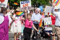 Mormoner som bygger broar på den Salt Lake City bögen Pride Parade Arkivbilder
