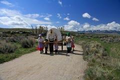 Mormonische Pionierhandkarren-Wanderung: Familie stockfoto