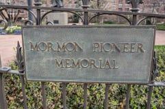 Mormonminnesmärken parkerar, den Brigham Young Family Memorial Cemetery porten, i stadens centrum Salt Lake City, Utah, USA arkivfoto