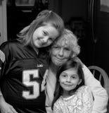 Mormor och sondöttrar Arkivbilder