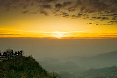 Mornig tubberg山泰国太阳和路  免版税图库摄影