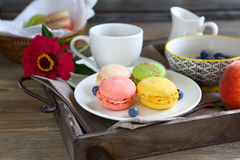 Morning coffee with fresh macaroon Royalty Free Stock Photos