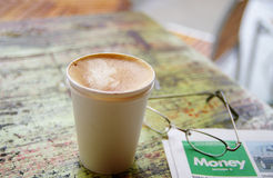 Morning coffee and paper Royalty Free Stock Photography