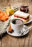 Morning cup coffeewith cake Royalty Free Stock Photos