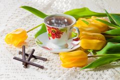 Morning cup of tea with yellow tulips Stock Photos
