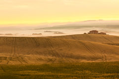 Morning fog view on farmhouse in Tuscany, Italy Royalty Free Stock Photos